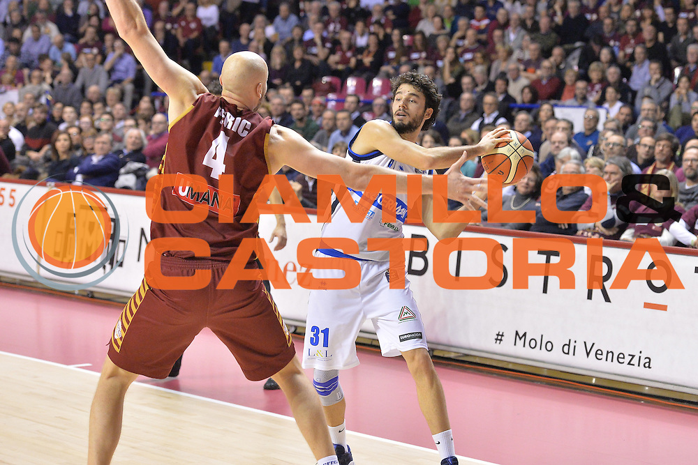 Michele Vitali<br /> Umana Reyer Venezia - Germani Basket Brescia<br /> Lega Basket Serie A 2016/2017<br /> Venezia 18/12/2016<br /> Foto Ciamillo-Castoria