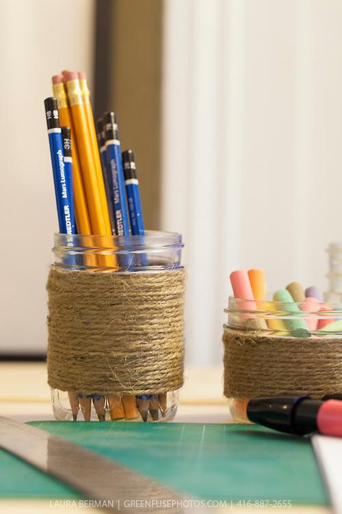 Mason jar crafts: pencil, paint brushes, chalk jars.