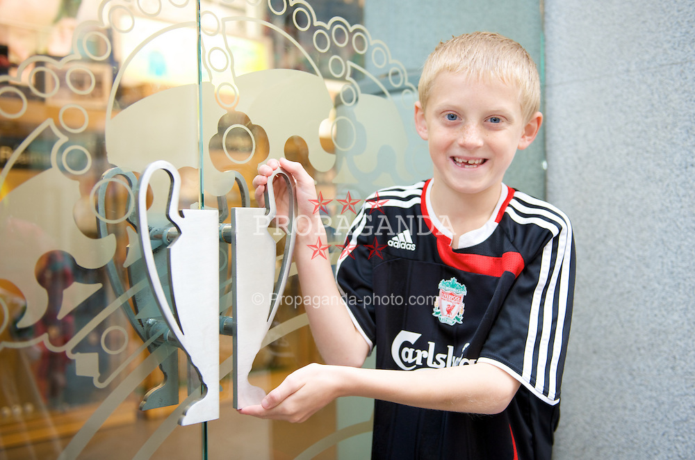 MADRID, SPAIN - Wednesday, October 22, 2008: Young Liverpool supporter Arran Cuncliffe holds the European Cup in Madrid ahead of the UEFA Champions League Group D match against Club Atletico de Madrid. (Photo by David Rawcliffe/Propaganda)