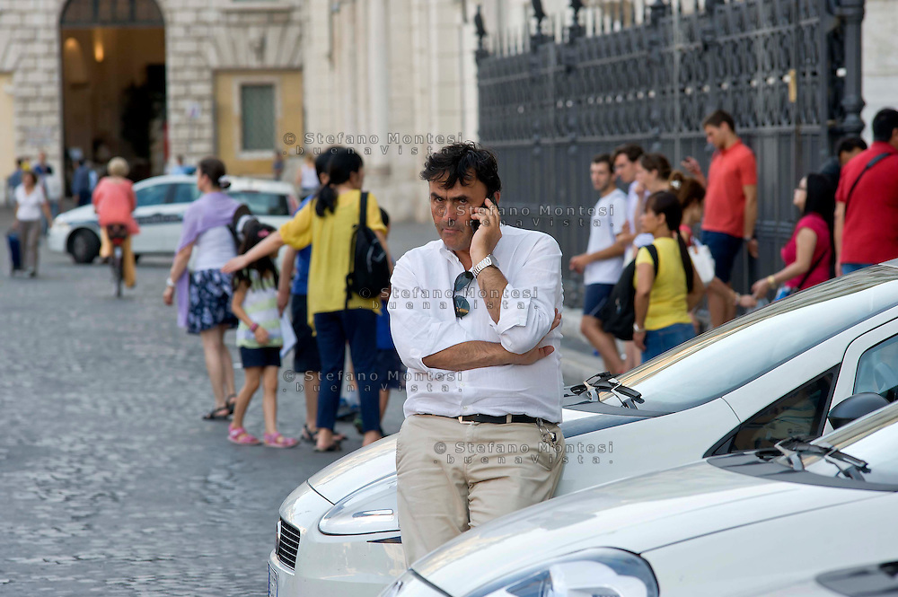 "Roma 6 Agosto 2014<br /> Sono tornati per pochi minuti i dehors a Piazza Navona. I titolari dei ristoranti  hanno deciso di alzare le saracinesche e ripristinare gli spazi esterni, ma posizionando i tavolini nel rispetto dei limiti imposti dalle concessioni del comune di Roma. Ma gli agenti della municipale li hanno bloccati: ""Non sono autorizzati"". Raffaele Clemente, Comandante Generale della Polizia Locale di Roma Capitale<br /> Rome August 6, 2014 <br /> They came back for a few minutes the dehors in the Piazza Navona. The owners of the restaurants have decided to raise the  rolling shutter and restore the dehors, but by placing the tables within the limits imposed by the concessions of the city of Rome. But the agents of the municipal blocking them: ""They are not unauthorised "". Raffaele  Clemente, Commanding General of the Local Police of Rome Capital"