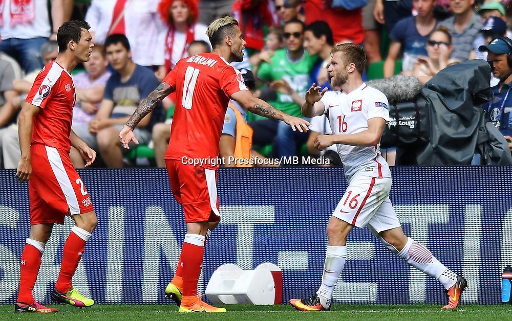 2016.06.25 Saint-Etienne<br /> Pilka nozna Euro 2016<br /> mecz 1/8 finalu Szwajcaria - Polska<br /> N/z Fabian Schar Valon Behrami Jakub Blaszczykowski<br /> Foto Lukasz Laskowski / PressFocus<br /> <br /> 2016.06.25<br /> Football UEFA Euro 2016 <br /> Round of 16 game between Switzerland and Poland<br /> Fabian Schar Valon Behrami Jakub Blaszczykowski<br /> Credit: Lukasz Laskowski / PressFocus