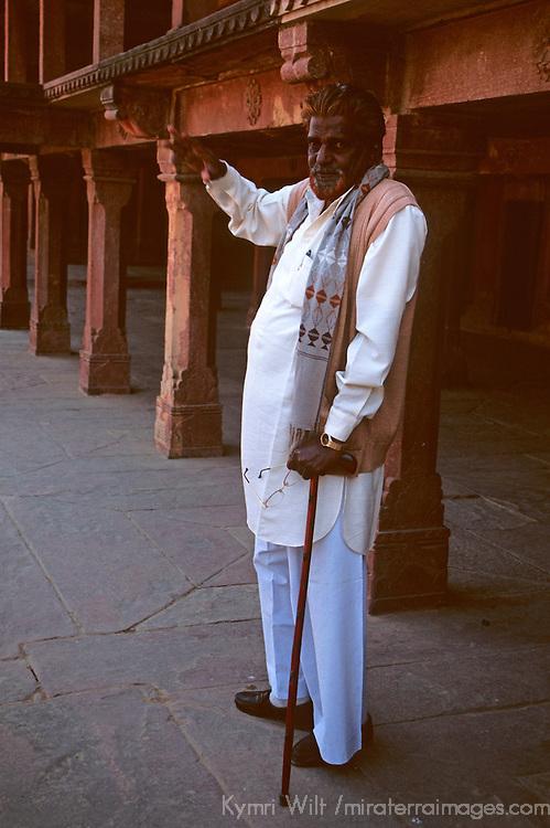 Asia, India, Uttar Pradesh, Fatehpur Sikri. A guide and storyteller at Fatehpur Sikri.