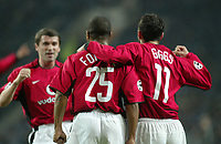 PORTO-25 FEVEREIRO:QUINTON FORTUNE #25 and RYAN GIGGS celebrating the Goal no Jogo F.C. Porto vs Manchester United F.C. primeira mao dos oitavos de final da Liga dos campeoes realizado no estadio do Dragao 25/02/2004.<br />