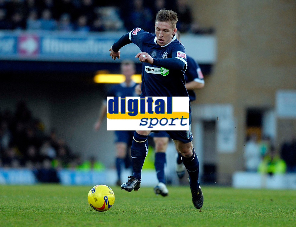 Photo: Alan Crowhurst.<br />Southend United v Southampton. Coca Cola Championship. 09/12/2006. Southend's Freddy Eastwood on the attack.