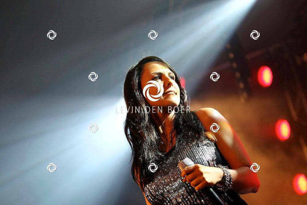 ALEM - Op alempop trad Milk Inc op met zangeres Linda Mertens. FOTO LEVIN DEN BOER - PERSFOTO.NU