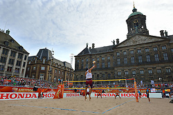 20150629 NED: WK Beachvolleybal day 4<br /> Wessel Keemink #2 en Sven Vismans #1 hebben ook hun tweede groepswedstrijd op de WK beachvolleybal verloren. Het Amerikaanse duo Nicholas Lucena en Theodore Brunner was op de Dam in Amsterdam in twee sets te sterk 21-16 en 21-13.