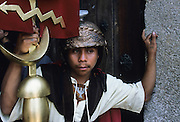 The most spectacular Holy Week throughout Latin America, a sort of time machine to find an ancient Spain, where roman soldiers with the faces of Maya peasants interpret for days a choral rite alive in the collective memory as a matter of chronicle. In theatrical scenery of Antigua, between colonial palaces and Baroque churches uncovered by frequent earthquakes and eruptions of nearby volcanoes, processions come one after the other in an increasingly spasmodic crescendo until Holy Friday. From dawn to sunset for thousands of penitents, curucuchos rigorously dressed in purple, is a privilege, often passed down from father to son, to load on the shoulders heavy groups of statues with Jesus Christ, God, the Holy Spirit and the Virgin Mary.