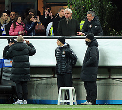 07.03.2010, Stadio Giuseppe Meazza, Mailand, ITA, Serie A, Inter Mailand vs FC Genua, im Bild Jose MOURINHO, zeigt seinem Co Trainer MORAIS das er mit seinen Spielern nicht zufreiden ist, EXPA Pictures © 2010, PhotoCredit: EXPA/ InsideFoto/ Nicolo Zangirolami / for Slovenia SPORTIDA PHOTO AGENCY.