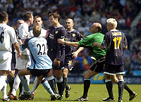Photo. Glyn Thomas.<br /> Bolton Wanderers v Leeds United. <br /> FA Barclaycard Premiership. 02/05/2004.<br /> Referee S. Bennett struggles to control matters as Leeds' Mark Viduka clashes with Nicky Hunt. Viduka was then shown the red card.