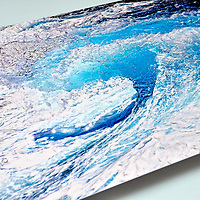 Wave photo print on high definition Imaging on Aluminium. Aluminium Prints. AluminArte is high definition, photographic imaging on aluminum using a unique imaging technology. Foto de una Ola impresa en alta definicion sobre aluminio.