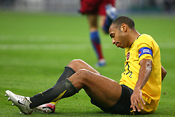 PARIS, FRANCE - WEDNESDAY, MAY 17th, 2006: Arsenal's Thierry Henry looks dejected after losing to FC Barcelona 2-1 during the UEFA Champions League Final at the Stade de France. (Pic by David Rawcliffe/Propaganda)