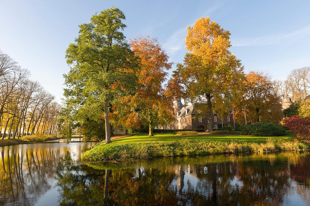 Nederland, Well, 20151102.<br /> Emerson College European Centre op het kasteel in Well, Limburg.<br /> Kasteel Well is een fraaie waterburcht. Het huidige kasteel werd pas gebouwd in de vijftiende eeuw, maar kreeg pas later, in de zeventiende eeuw, zijn huidige aanzicht. Achter het huidige kasteel liggen de resten van een torenmolen uit de vijftiende eeuw. Netherlands, Well, 20151102.Emerson College European Centre at Castle Well.<br /> Kasteel Well is a beautiful moated castle. The present castle was only built in the fifteenth century, it was only later, in the seventeenth century, its current appearance. Behind the present castle lie the remains of a tower mill from the fifteenth century.