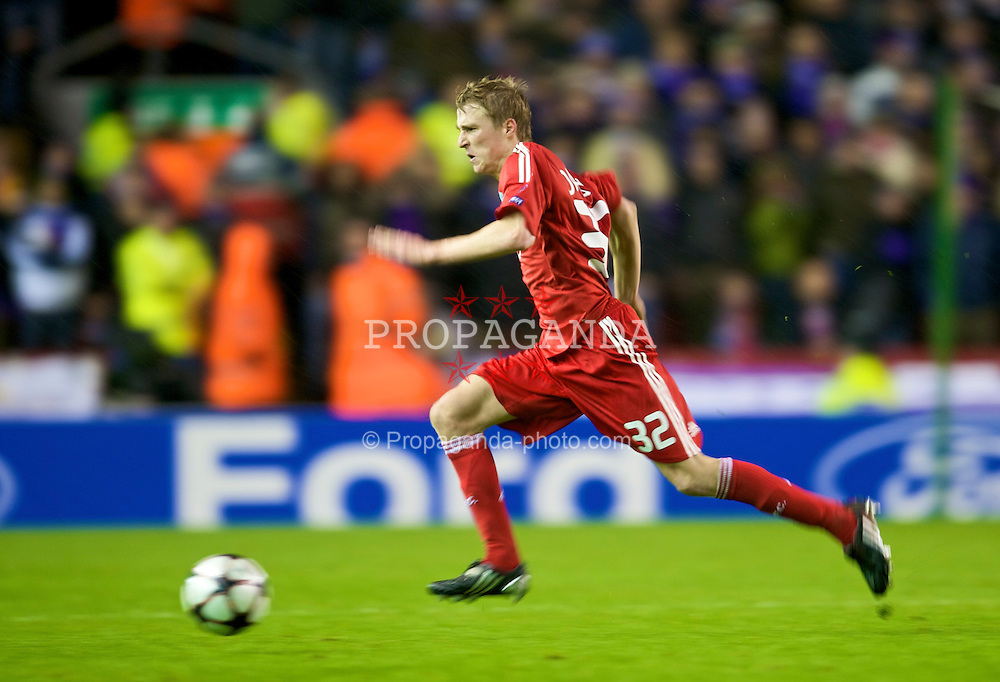 LIVERPOOL, ENGLAND - Wednesday, December 9, 2009: Liverpool's Stephen Darby in action against AFC Fiorentina during the UEFA Champions League Group E match at Anfield. (Photo by David Rawcliffe/Propaganda)