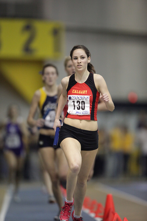 Windsor, Ontario ---13/03/09--- Valerie Hurdle of  the University of Calgary competes in the 4X800 metre relay at the CIS track and field championships in Windsor, Ontario, March 13, 2009..GEOFF ROBINS Mundo Sport Images