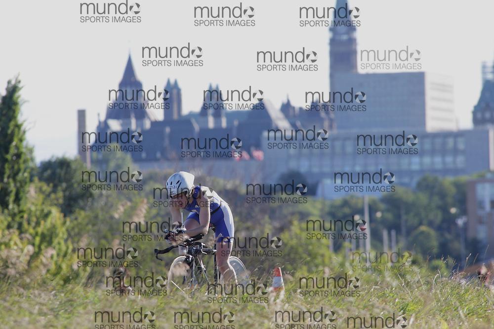 (Ottawa, Canada---10 August 2013)  Kate Hodgkiss (212)  of Great Britain (GBR) competing in the 30-34 Female AG International Triathlon Union 2013 World Duathlon Championships (10 km run- 40 km bike- 5km run).