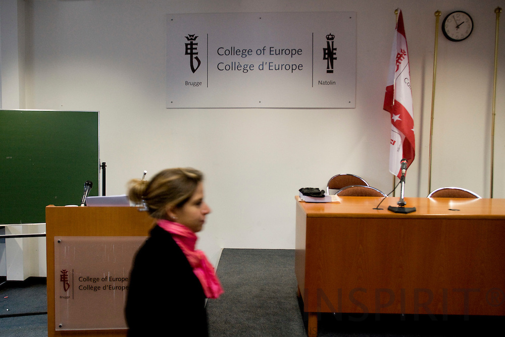 BRUGES - BELGIUM - 09 NOVEMBER 2007 --  College of Europe/Collège d'Europe -- A student walks by the podium and a sign with the logo of the college.  Photo: Erik Luntang