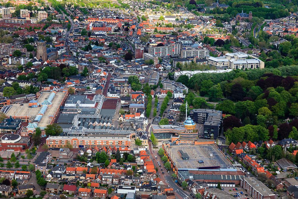 Nederland, Noord-Brabant, Oosterhout, 09-05-2013; centrum met winkelcentrum Arendshof en aan de Markt de Sint-Jansbasiliek.<br /> Forensenplaats<br /> Center of Breda, shopping mall Arendshof  and basilica.<br /> luchtfoto (toeslag op standard tarieven);<br /> aerial photo (additional fee required);<br /> copyright foto/photo Siebe Swart.