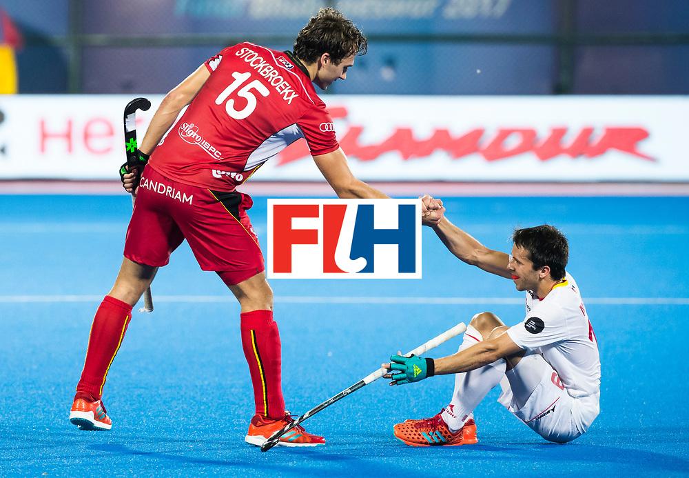 BHUBANESWAR - Manu Stockbroekx (Bel) met Marc Salles (Esp)   Hockey World League finals , wedstrijd om de 5e plaats. Belgie-Spanje.  COPYRIGHT KOEN SUYK