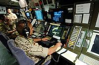 """25 SEP 2006, GOLF VON TADJURA/DJIBOUTI:<br /> Soldat in der Operationszentrale, OPZ, der Fregatte """"Schleswig-Holstein"""" die als Flaggschiff Teil des deutschen Marinekontingents der OPERATION ENDURING FREEDOM ist und im Seegebiet am Horn von Afrika operiert <br /> IMAGE: 20060925-01-064<br /> KEYWORDS: Dschibuti, Bundeswehr, Marine, Soldat, Soldaten, Brücke, Schiff, Boot, Afrika, Africa"""