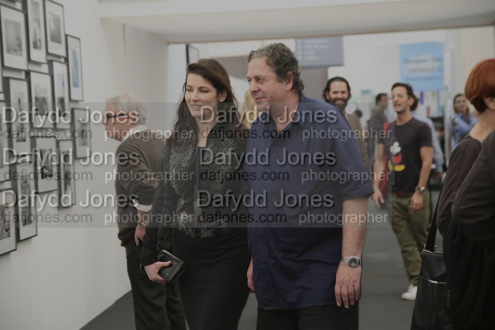 Nigella Lawson and Charles Saatchi, The Professional View and Private View of Frieze Art Fair. London. 11 october 2006. -DO NOT ARCHIVE-© Copyright Photograph by Dafydd Jones 66 Stockwell Park Rd. London SW9 0DA Tel 020 7733 0108 www.dafjones.com