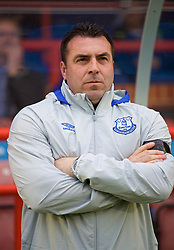 ALDERSHOT, ENGLAND - Friday, April 21, 2017: Everton's coach David Unsworth before FA Premier League 2 Division 1 Under-23 match against Chelsea at the Recreation Ground. (Pic by David Rawcliffe/Propaganda)