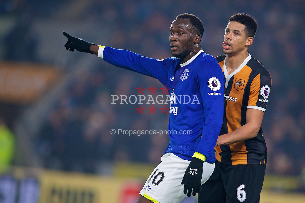 KINGSTON-UPON-HULL, ENGLAND - Friday, December 30, 2016: Everton's Romelu Lukaku in action against Hull City's Curtis Davies during the FA Premier League match at the KCOM Stadium. (Pic by David Rawcliffe/Propaganda)