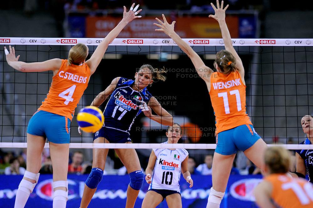 04-10-2009 VOLLEYBAL: FINALE EUROPEES KAMPIOENSCHAP NEDERLAND - ITALIE: LODZ <br /> De Nederlandse volleybalvrouwen zijn er niet in geslaagd om het goud te pakken. Italie was met 3-0 te sterk / Simona Gioli <br /> &copy;2009-WWW.FOTOHOOGENDOORN.NL