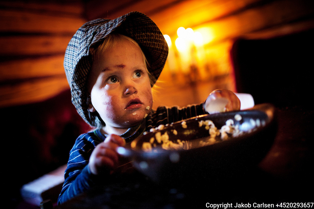 A danish family has moved deep into the Swedish woods to build their own house. Sigurd is just two years old.