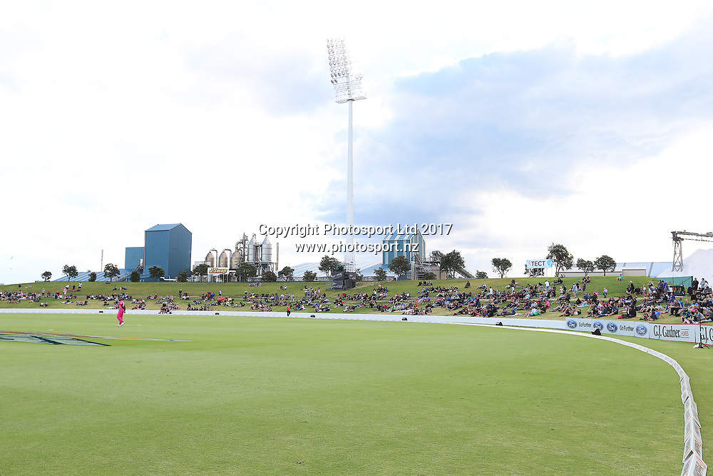 General view of the main embankment at Bay Oval during the Burger King Super Smash Twenty20 cricket match Knights v Stags played at Bay Oval, Mount Maunganui, New Zealand on Wednesday 27 December 2017.<br /> <br /> Copyright photo: © Bruce Lim / www.photosport.nz