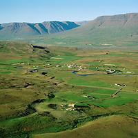 Nautabú og Fitjar, Árgarður í bakgrunni, Lýtingsstaðahreppur / Nautabu and Fitjar, Argardur in background. Lytingsstadahreppur