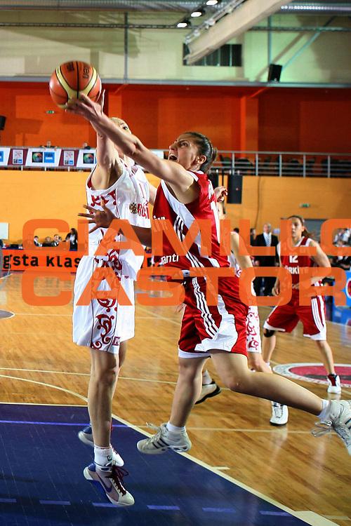 DESCRIZIONE : Valmiera Latvia Lettonia Eurobasket Women 2009 Russia Turchia Russia Turkey<br /> GIOCATORE : Sariye Gokce<br /> SQUADRA : Turchia Turkey<br /> EVENTO : Eurobasket Women 2009 Campionati Europei Donne 2009 <br /> GARA : Russia Turchia Russia Turkey<br /> DATA : 07/06/2009 <br /> CATEGORIA : tiro<br /> SPORT : Pallacanestro <br /> AUTORE : Agenzia Ciamillo-Castoria/E.Castoria