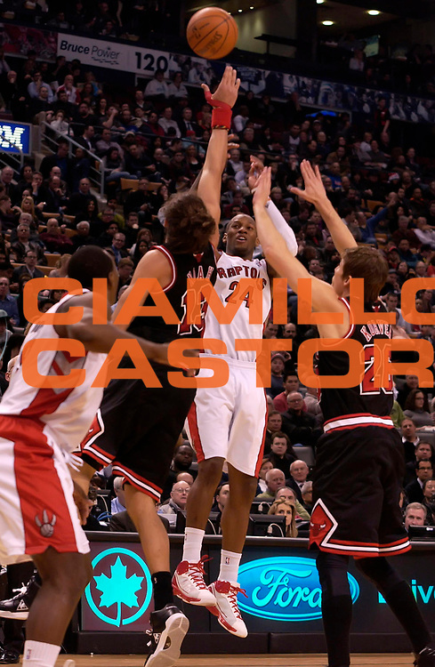 DESCRIZIONE : Toronto NBA 2010-2011 Toronto Raptors Chicago Bulls<br /> GIOCATORE : Sonny Weems<br /> SQUADRA : Toronto Raptors Chicago Bulls<br /> EVENTO : Campionato NBA 2010-2011<br /> GARA : Toronto Raptors Chicago Bulls<br /> DATA : 15/12/2010<br /> CATEGORIA :<br /> SPORT : Pallacanestro <br /> AUTORE : Agenzia Ciamillo-Castoria/V.Keslassy<br /> Galleria : NBA 2010-2011<br /> Fotonotizia : Toronto NBA 2010-2011 Toronto Raptors Chicago Bulls<br /> Predefinita :