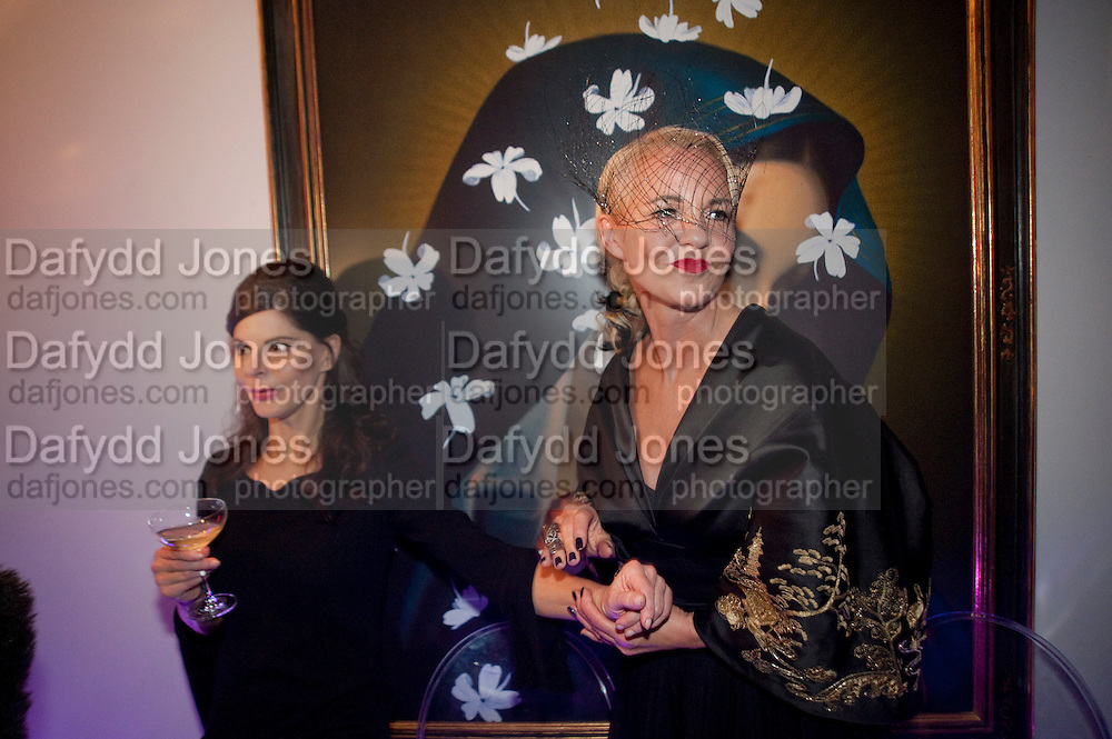 JUSTINE GLENTON; AMANDA ELIASCH, Party at the home of Amanda Eliasch in Chelsea after the opening of As I Like it. A memory by Amanda Eliasch and Lyall Watson. Chelsea Theatre. Worl's End. London. 4 July 2010<br /> <br />  , -DO NOT ARCHIVE-© Copyright Photograph by Dafydd Jones. 248 Clapham Rd. London SW9 0PZ. Tel 0207 820 0771. www.dafjones.com.