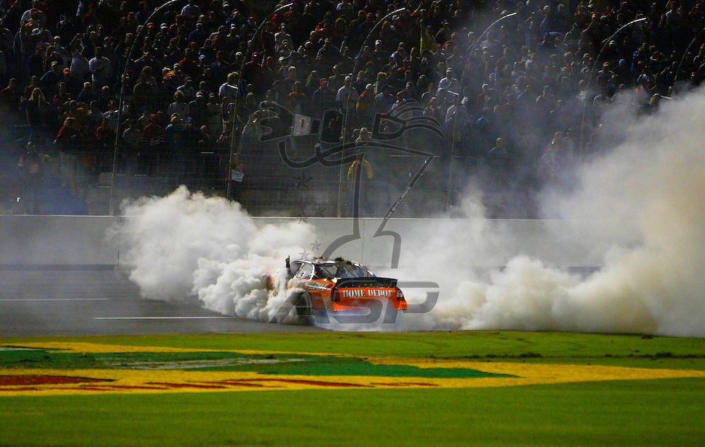 Tony Stewart holds off a hard charging Ryan Newman and the other drivers to win the UAW GM 500 NASCAR Winston Cup race at the Lowe's Motor Speedway in Concord, NC.