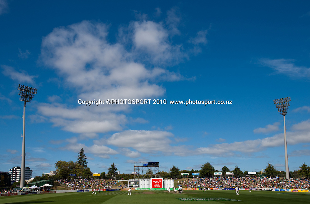 General view during day one of the 2nd cricket test match between NZ Black Caps and Australia, at Seddon Park, Hamilton, 27 March 2010. Photo: Stephen Barker/PHOTOSPORT