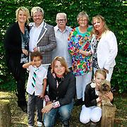 NLD/Hilversum/20110603 - CD presentatie Rene Karst, Erikah, zoontje Jozef, ,Rene en partner Wendy, dochter Ychelle en zoon Thomas, vader Henk en moeder Janny Karst