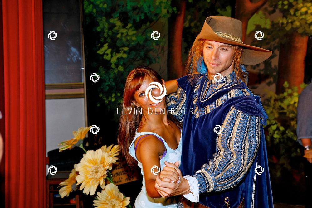 TONGEREN BELGIE - In het oude Casino waren de filmopnames van Mega Mindy en het Zwarte Kristal.  Met op de foto Louis Talpe alias Toby en zijn danspartner Leila Akcelik. Samen staan ze in de finale van Sterren op de Dansvloer Vlaanderen. FOTO LEVIN DEN BOER - PERSFOTO.NU