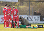 FODBOLD: Groggy målmand Viktor Anker (FC Helsingør) behandles under kampen i NordicBet Ligaen mellem Thisted FC og FC Helsingør den 3. marts 2019 på Sparekassen Thy Arena i Thisted. Foto: Claus Birch