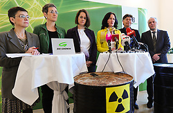 14.03.2011, Bundesbüro der Grünen, Wien, AUT, Pressekonferenz Atomindustrie am Ende, im Bild vl. Madeleine Petrovic, Ulrike Lunacek, Christiane Brunner, Eva Glawischnig, Werner Kogler und Stefan Wallner// Press conference - the off for the atomic industry, EXPA Pictures © 2011, PhotoCredit: EXPA/ M. Gruber
