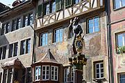 Brunnenfigur, Historische Häuser am Rathausplatz, Stein am Rhein, Bodensee, Thurgau, Schweiz
