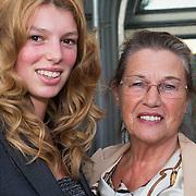 NLD/Amsterdam/20130903 - Inloop premiere Stiletto 2, Leny Bambergen en kleinkind