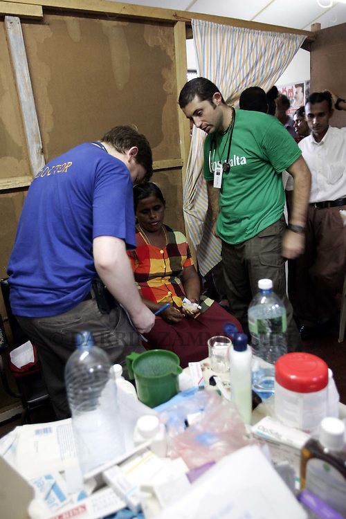 Dr David Galea (R) joins an Irish medical team from Ulster Hospital at a small clinic in Dondra, outside Matara,on the south coast of Sri Lanka, where SOS Malta are operating on January 14, 2005..Photo by Darrin Zammit Lupi