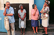 HAVANA, CUBA: People in conversation on a street in old Havana, Cuba, March 2000.    Photo by Jack Kurtz   WOMEN    POVERTY  RACISM  ECONOMY