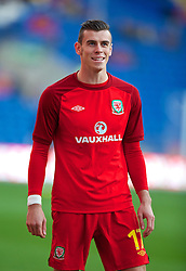 10.09.2013, Stamford Bridge, Cardiff, ENG, FIFA WM Qualifikation, Wales vs Serbien, Rueckspiel, im Bild Wales' Gareth Bale warms-up during the FIFA World Cup Qualifier second leg Match between Wales and Serbia at the Stamford Bridge stadium in Cardiff, Great Britain on 2013/09/10. EXPA Pictures © 2013, PhotoCredit: EXPA/ Propagandaphoto/ Alan Seymour<br /> <br /> ***** ATTENTION - OUT OF ENG, GBR, UK *****