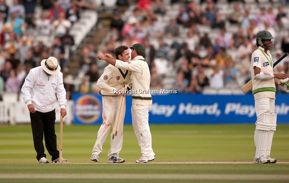 Marcus North (bare-headed, 6 for 55) is congratulated by captain Ricky Ponting after winning the MCC Spirit of Cricket Test Match between Pakistan and Australia at Lord's.  Photo: Graham Morris (Tel: +44(0)20 8969 4192 Email: sales@cricketpix.com) 16/07/10