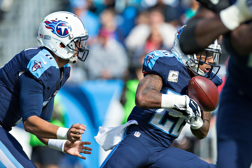 NASHVILLE, TN - NOVEMBER 15:  Dexter McCluster #22 fumbles the hand off from Marcus Mariota #8 of the Tennessee Titans during a game against the Carolina Panthers at Nissan Stadium on November 15, 2015 in Nashville, Tennessee.  (Photo by Wesley Hitt/Getty Images) *** Local Caption *** Dexter McCluster; Marcus Mariota