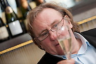 """Bouvet-  Ladubay praesentiert zur ProWein in Duesseldorf. Frankreichs internationalen Schauspielstar Gérard Depardieu, der zusammen mit dem renommierten Traditionshaus aus Saumur einen hochwertigen Schaumwein von der Loire kreiert hat, den Schaumwein """"Taille Princesse"""" ,eine Erinnerung an seine Grossmutter."""