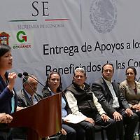 Toluca, México.- Martha Hilda González Calderón, alcaldesa de Toluca, durante la entrega de apoyos a proyectos productivos del Estado de México por parte del INAES. Agencia MVT / Crisanta Espinosa