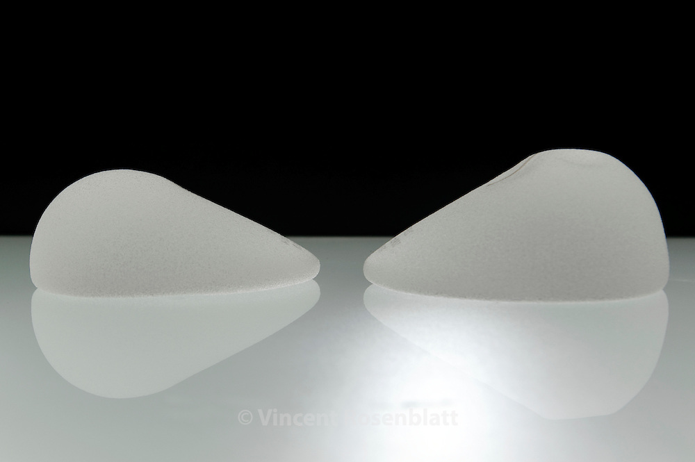 "Breast implants with a conical shape (left) allow a more natural look, making prostheses less visible :  it's the most popular model among customers in Brazil. In the small ""museum"" next to the factory Silimed, all kind of prosthesis can be manipulated. // Les implants mammaires de forme conique permettent une forme plus naturelle, rendant moins visible lles prothèses : c'est le modèle le plus en vogue auprès de la clientèle brésilienne. Dans le petit ""musée"" voisin de la fabrique Silimed, toute sorte de prothèses peuvent être manipulées."