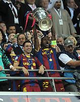 FUSSBALL      CHAMPIONSLEAGUE  FINALE     SAISON 2010/2011  28.05.2011 FC Barcelona - Manchester United FC  Champions League Sieger 2011:  FC Barcelona  feiert den Sieg Jubel mit POKAL Xavi Hernandez, Eric Abidal  (v.li., Barca)